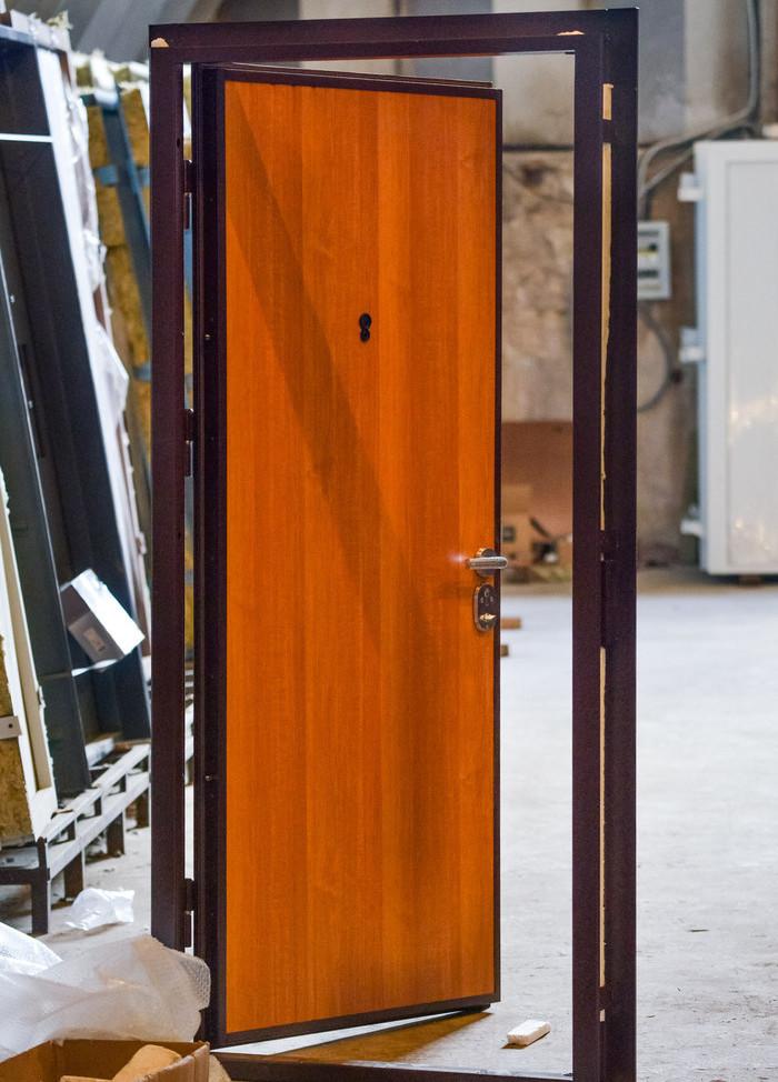 дешевая установка металлических дверей