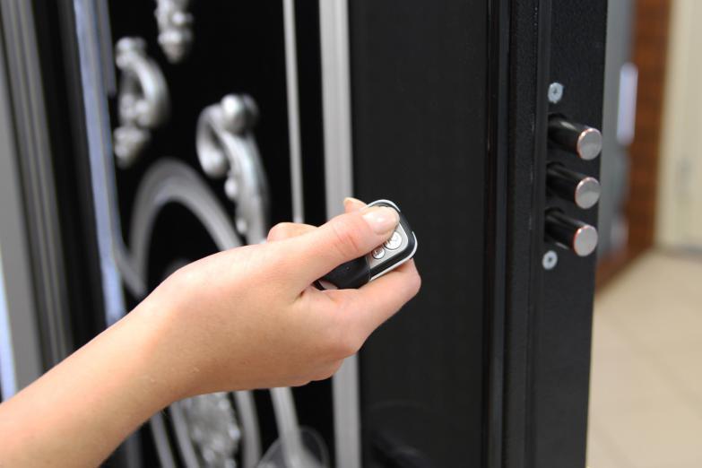 Подъездные двери: входные, металлические, пластиковые с домофоном, установка и фото