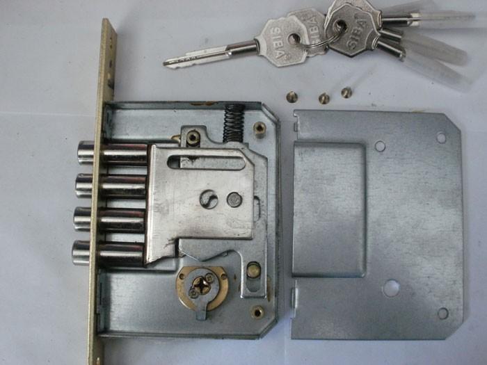 Как снять личинку замка входной двери