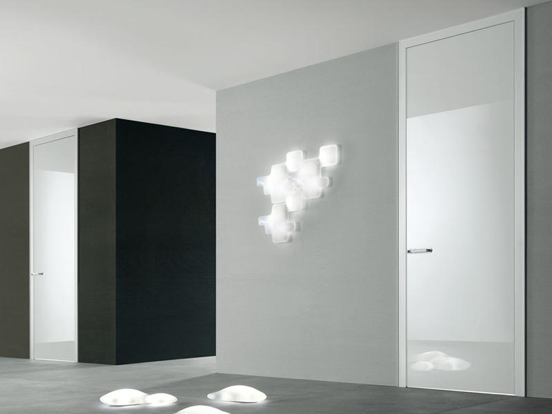 Белый цвет двери