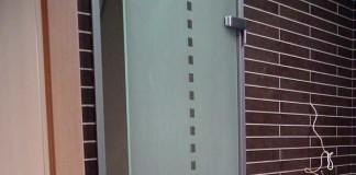 Дверь из стекла для санузла