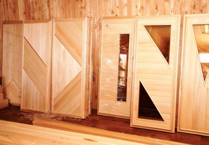 Двери из дерева для бань и саун