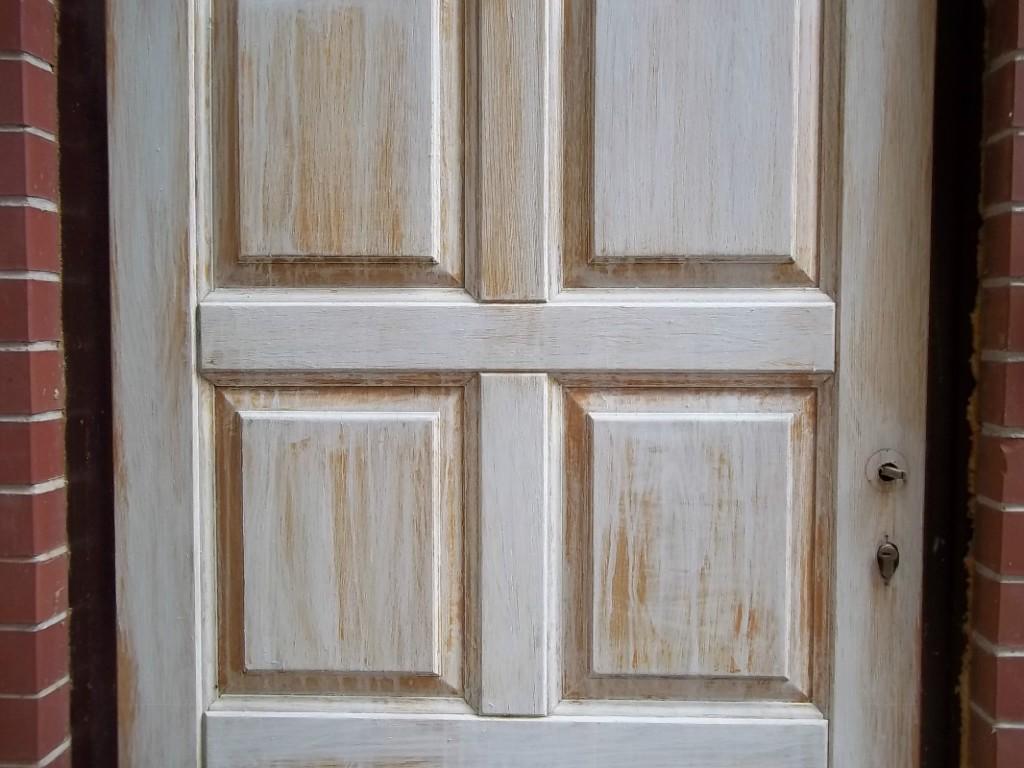 Как обновить межкомнатные деревянные двери своими руками