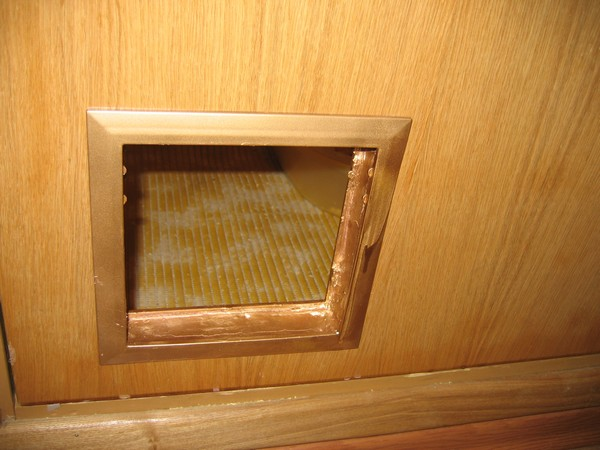 Дверца для кошек в дверь