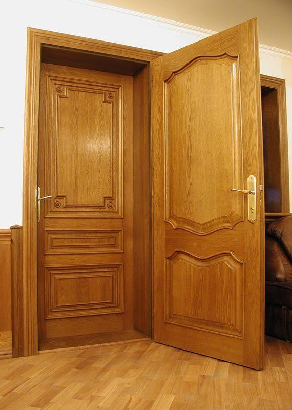 Дверь из дерева в квартире