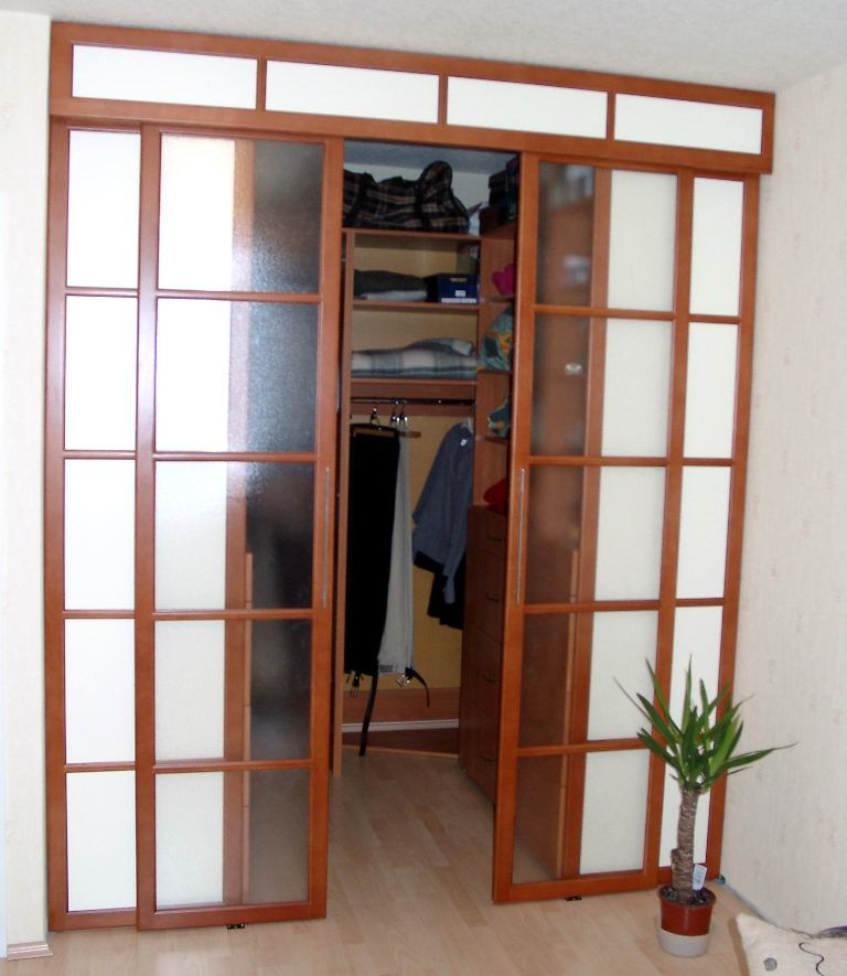 Раздвижная дверь с верхней направляющей