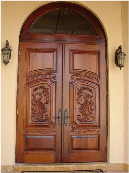 Двери, изготовленная из массива дуба