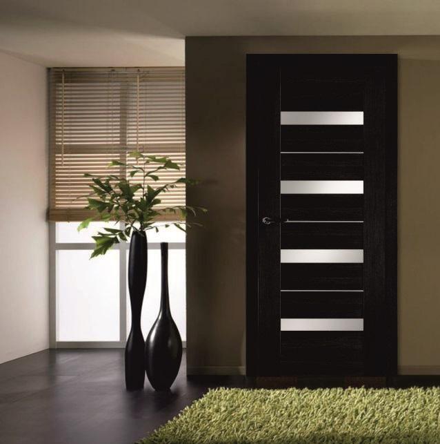 Дверь венге и ковер салатового цвета