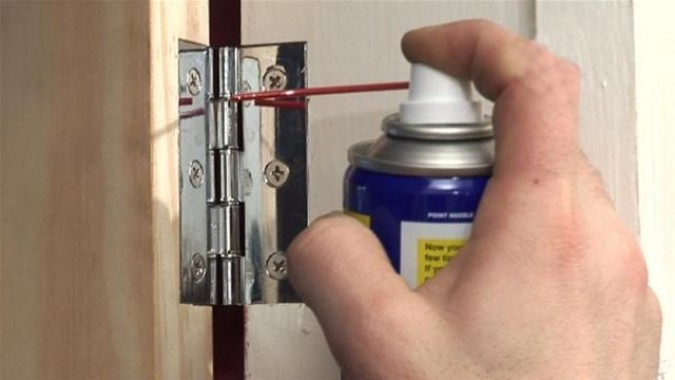 Чем смазать скрипучую дверь в домашних условиях