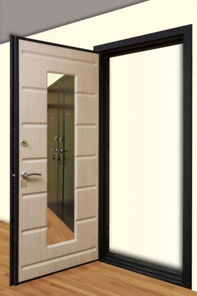 Дверь с прямоугольным зеркалом