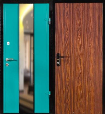 Входная дверь с горизонтальной зеркальной вставкой