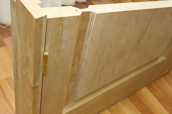 Дверь из массива сосны в разрезе