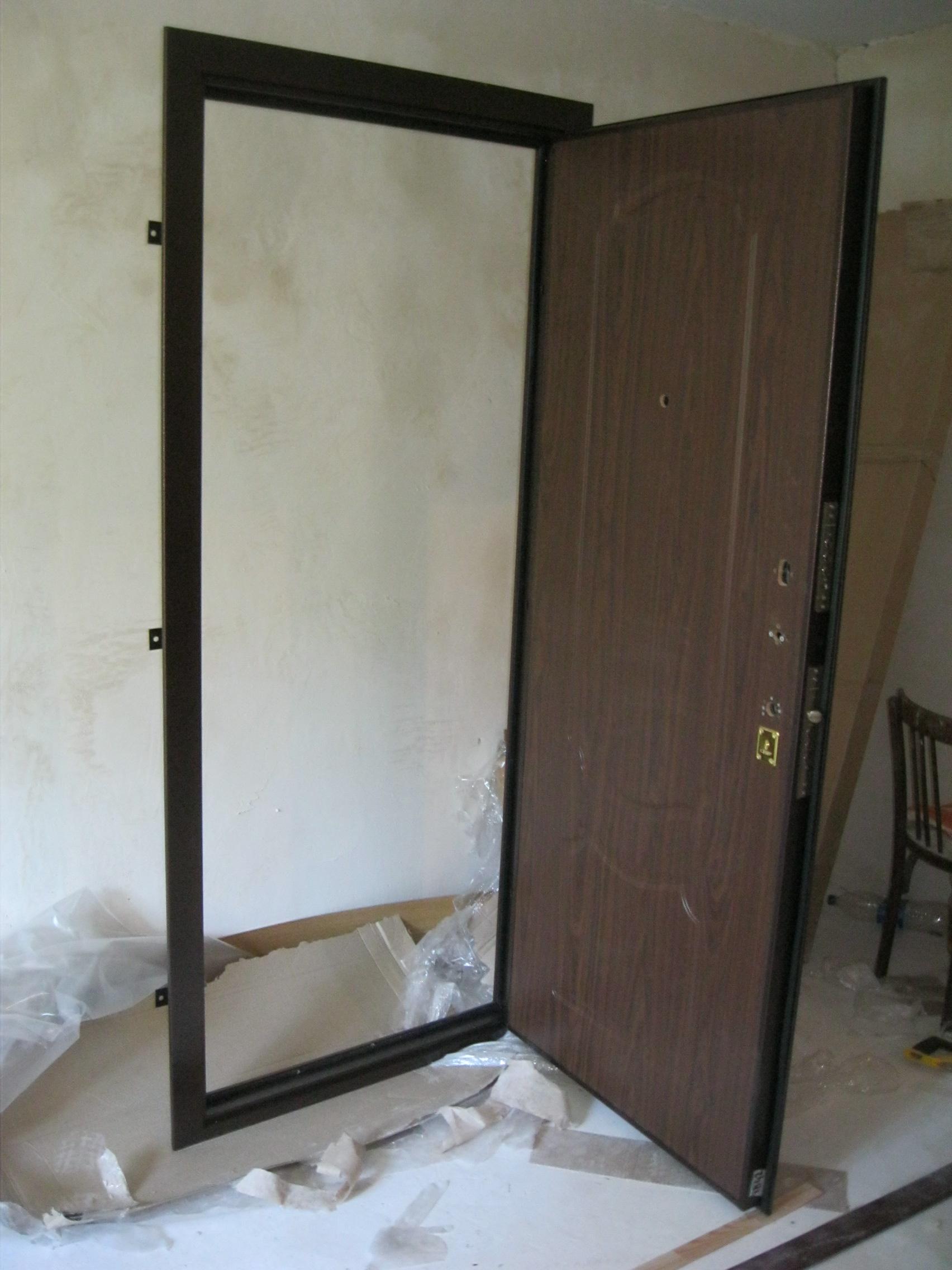 железная дверь входная установка