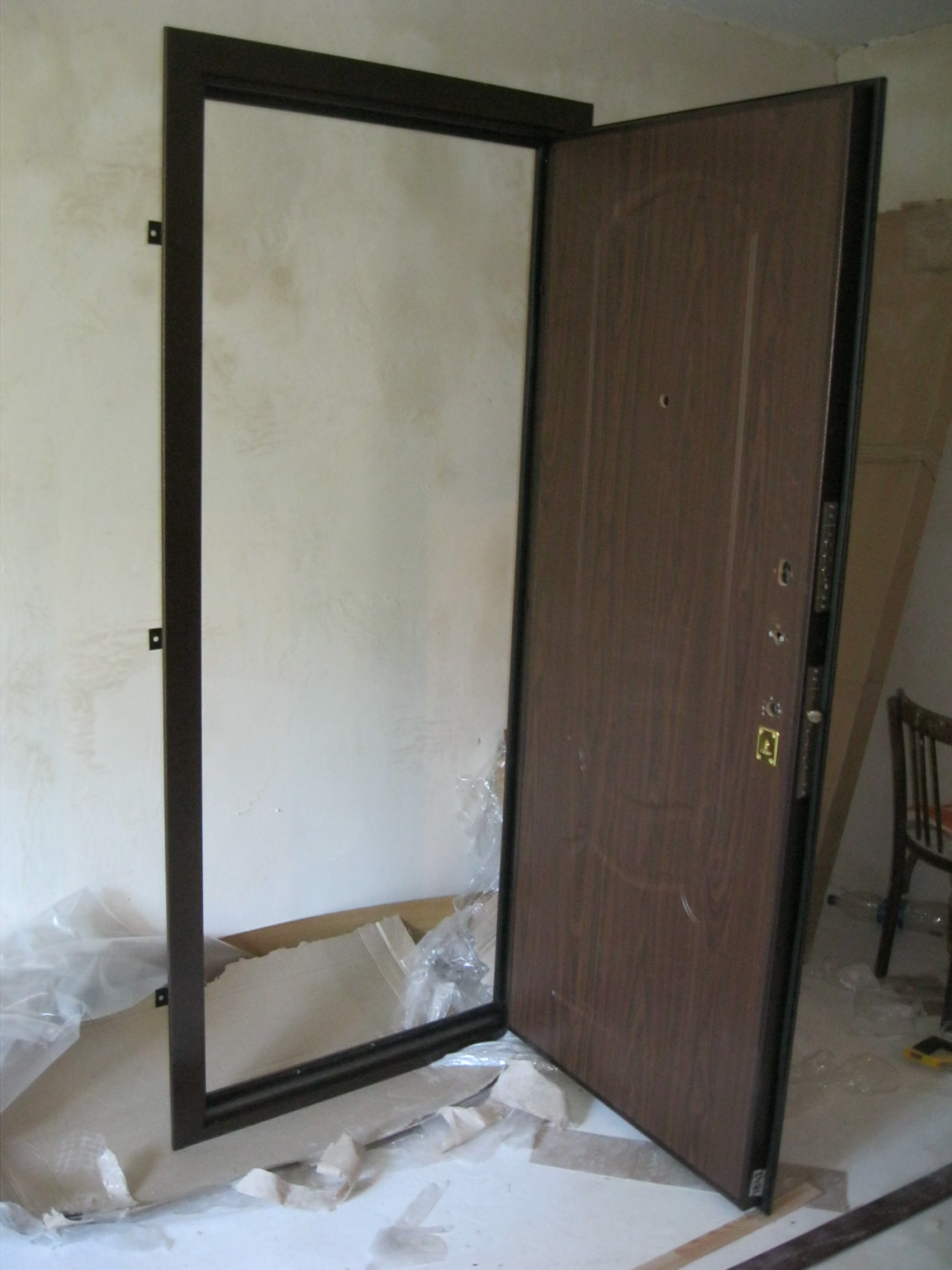 установка двери железную