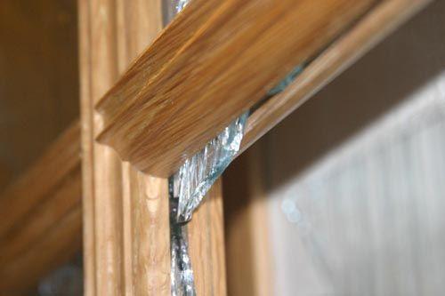 Как вставить стекло в дверь межкомнатную