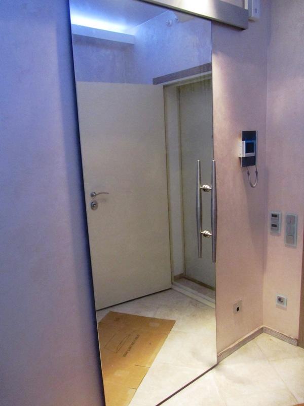 Зеркальные двери: особенности и разновидности Двери Дома 79