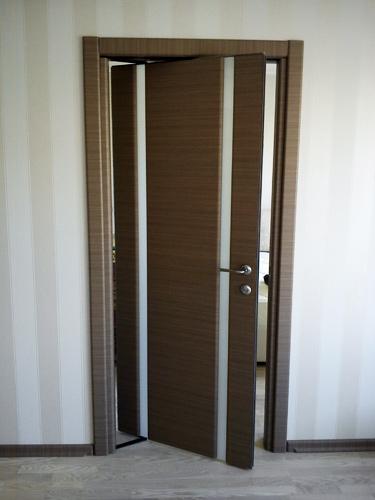 Поворотные двери межкомнатные