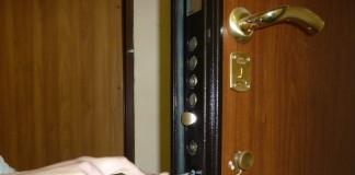Демонтаж замка входной двери