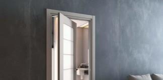 Дверь с ротационным механизмом