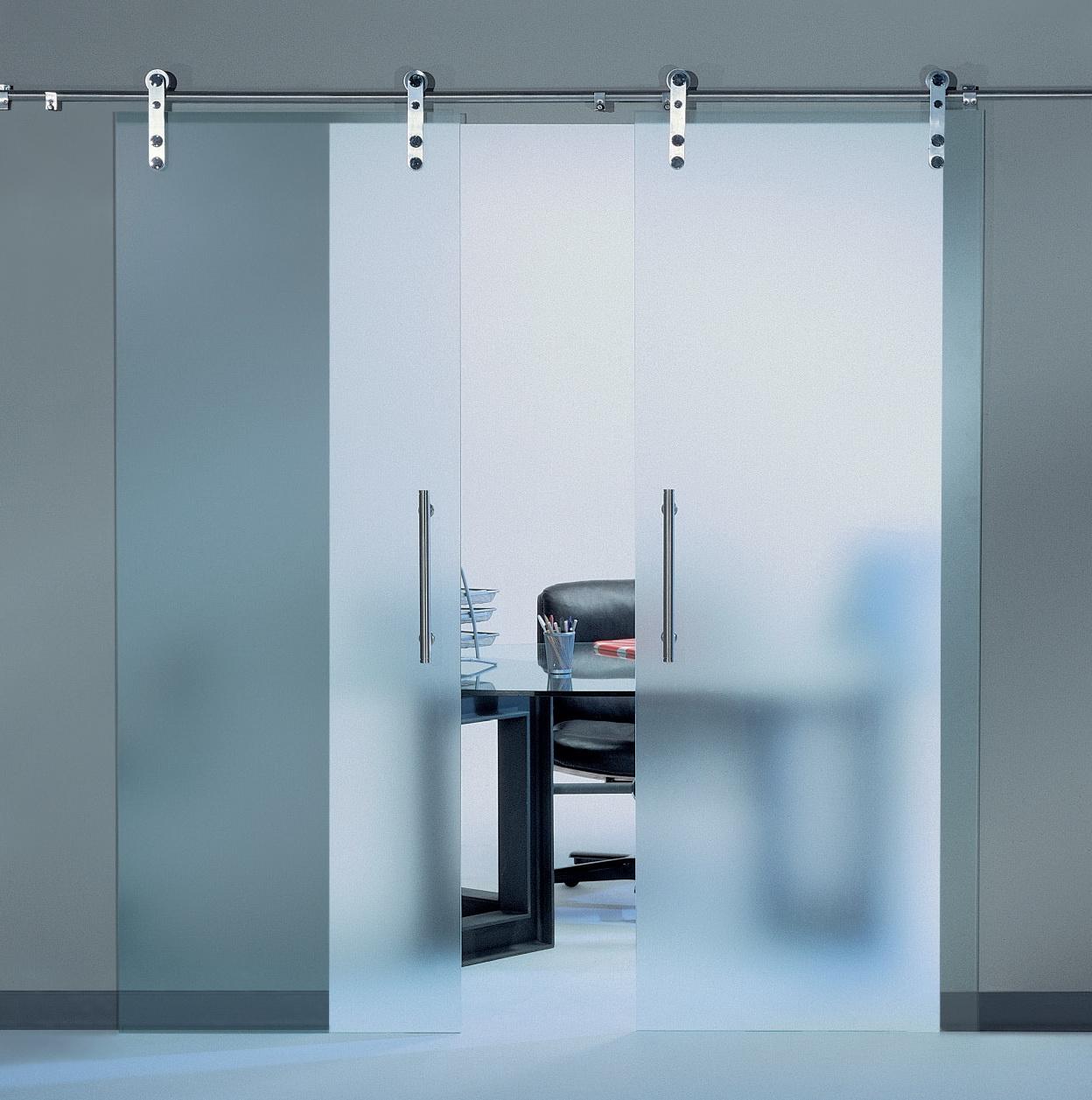 Прозрачная раздвижная дверь