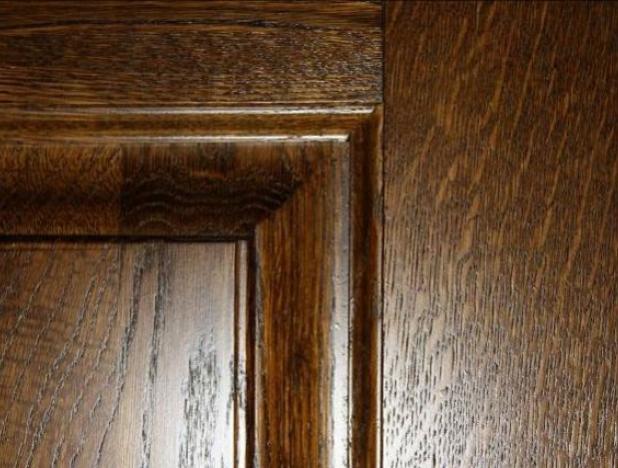 Фактура дерева на полотне двери из шпона