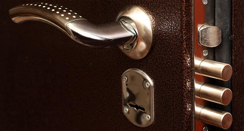 Как собрать личинку замка входной двери