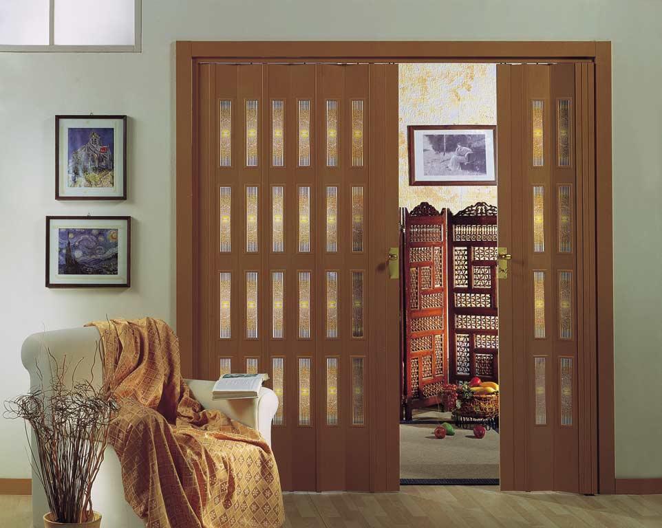 Дверь-гармошка в гостиной