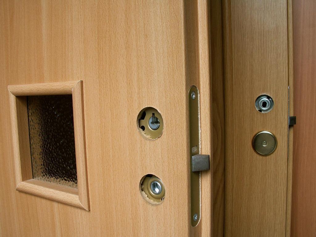 Поверхность ламинированной двери
