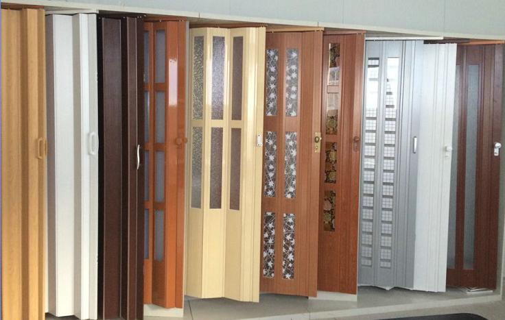 Двери гармошки в салоне продаж