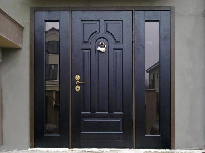 Многостворчатая входная дверь