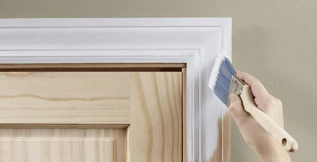 Покраска коробки деревянной двери