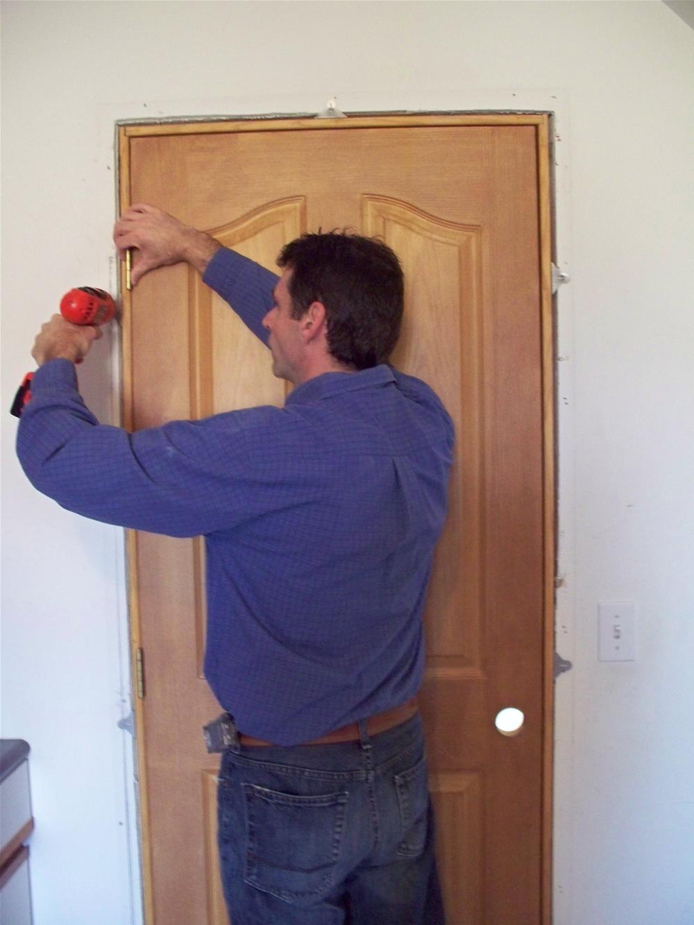 Установка коробки межкомнатной двери