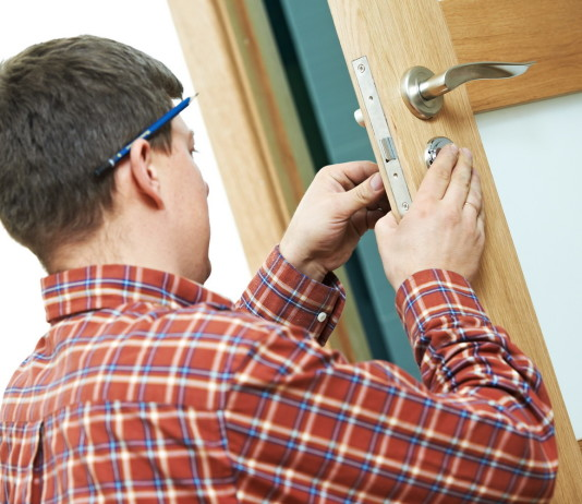 Монтаж защелки межкомнатной двери