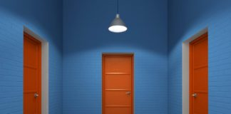Двери в комнате
