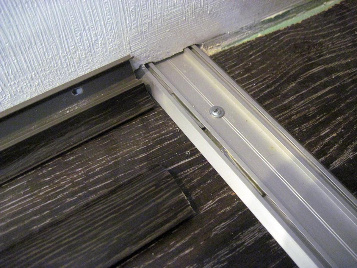 Нижняя направляющая двери-купе