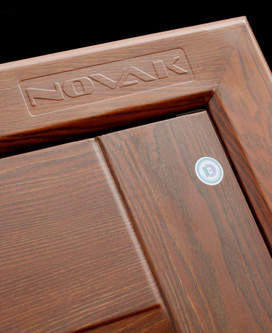 Логотип на двери Новак