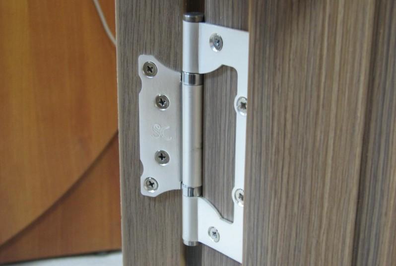 Петли на межкомнатной двери