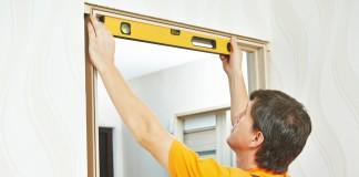 Проверка ровности дверной коробки