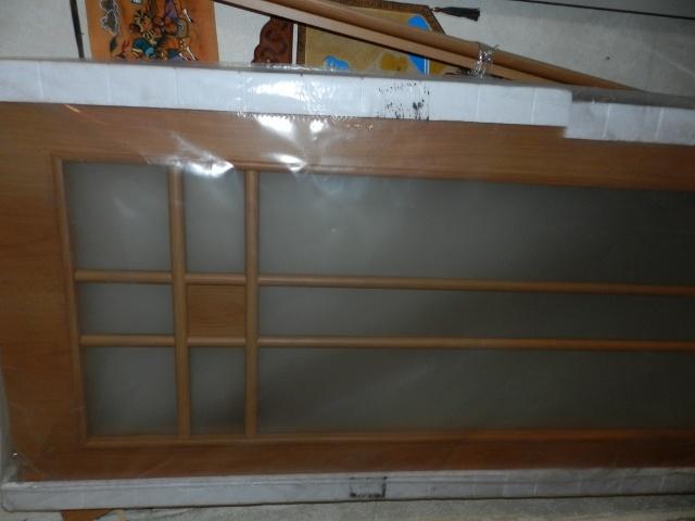 Деревянная дверь в упаковке