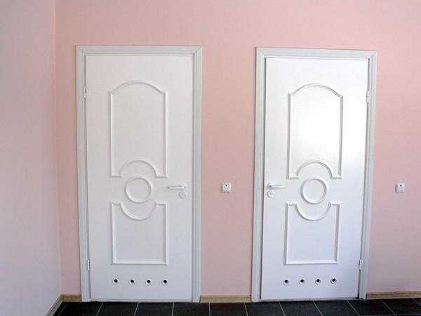 Пластиковые двери в ванной