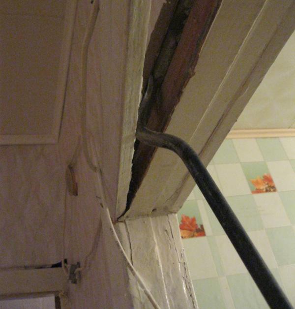 Демонтаж дверной коробки старой двери