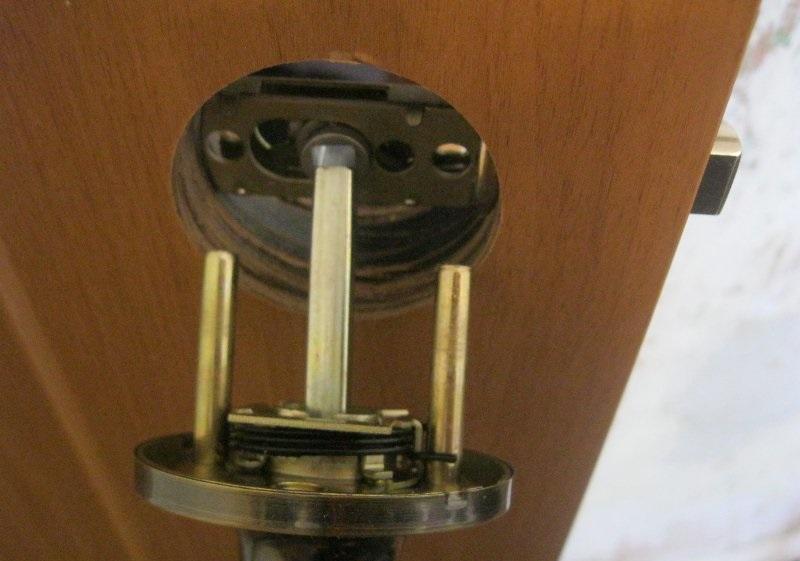 Установка ручки межкомнатной двери