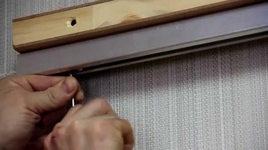 Монтаж направляющей раздвижной двери