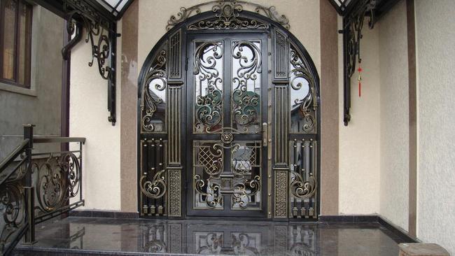 Входная элитная дверь
