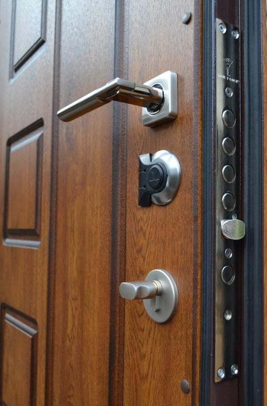Входная дверь с несколькими замками