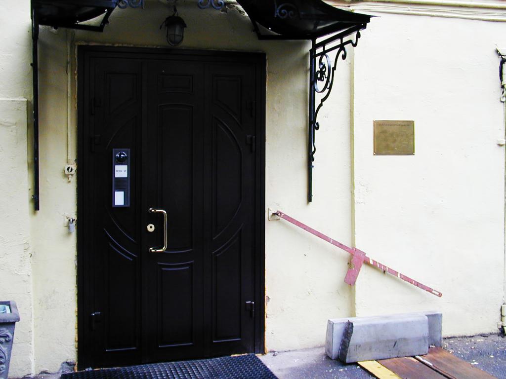 Офисная входная дверь
