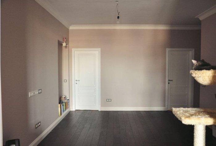 Светлый пол и тёмные двери