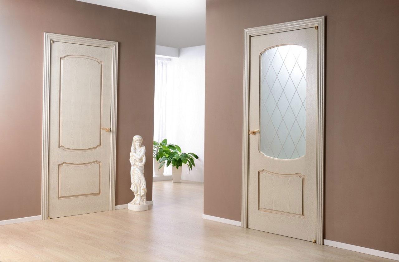 Светлые двери в интерьере