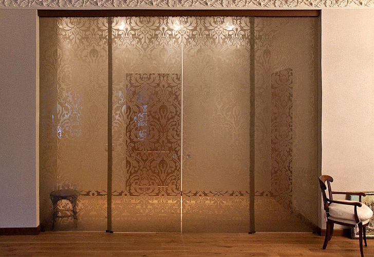 Откатная дверь из стекла с узорами
