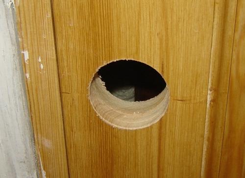 Отверстие под установку ручки в двери